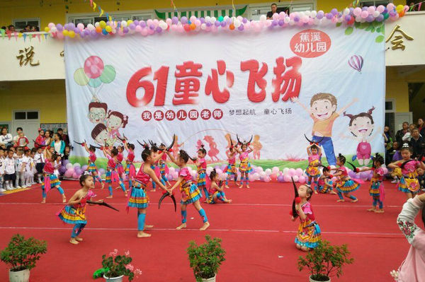 幼儿园带来的《兔子舞》;活力酷炫的舞蹈《一年级》,《我是勇敢小兵兵