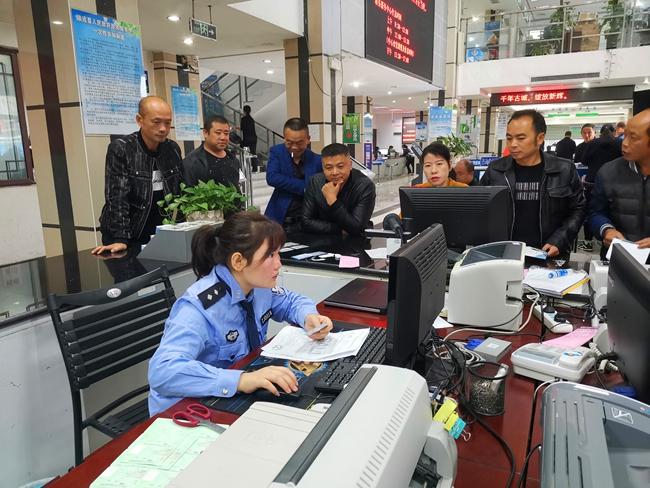 镇远县政务服务大厅交通违法处理窗口业务开展情况 (2).jpg