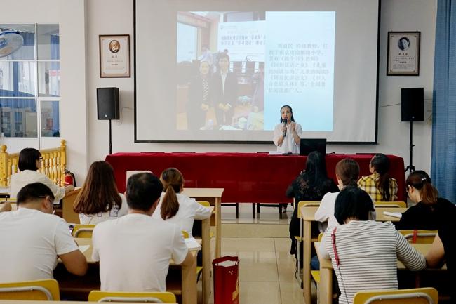 刘美老师正在讲解阅读对孩子的重要性 (杨通航 摄)_副本.jpg